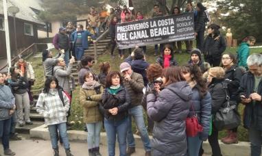 """Tierra del Fuego: Corredor del Beagle, vecinos se manifestaron """"En defensa del patrimonio natural y cultural"""""""