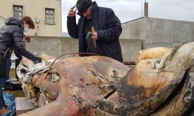 Tierra del Fuego: Desde el municipio de Río Grande  continúan con las tareas de restauración del Cristo donado por un artesano