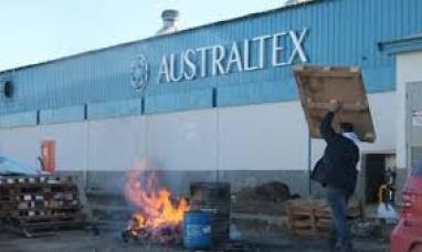 Tierra del Fuego: Despedidos de empresa textil bloquean las puertas de la planta