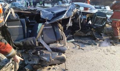 Tierra del Fuego: Dos muertos al impactar un auto contra una columna en la avenida Maipú de Ushuaia