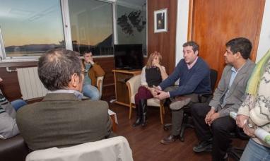 """Tierra del Fuego: Funcionarios de gobierno se reunieron con la familia Pastoriza propietarios de la estancia """"río encajonado"""""""