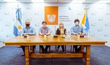 Tierra del Fuego: El gobernador encabezó la firma del contrato para la pavimentación de la bajada del lago en Tolhuin