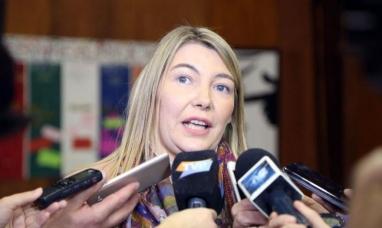 Tierra del Fuego: La gobernadora dijo que la situación no  es fácil, y que hace un esfuerzo permanente, contando monedas para ver que puede pagar