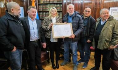 """Tierra del Fuego: La gobernadora entregó declaración de """"Interés provincial"""" a la confederación de combatientes"""