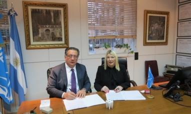 Tierra del Fuego: La gobernadora firmó convenio para la llegada de un tráiler odontológico a la provincia