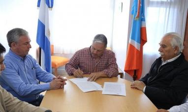 Tierra del Fuego: Gobierno firmó  contrato para los barrios AGP, Arraigo Sur y Margen Sur
