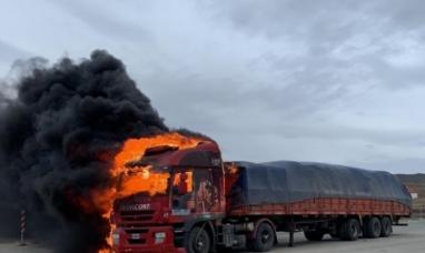 Tierra del Fuego: Se Incendió por  completo un camión en la frontera