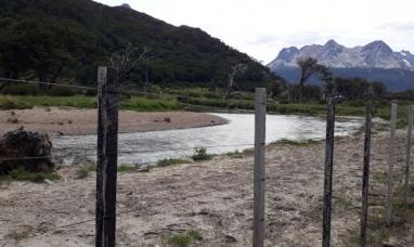 Tierra del Fuego: Intimaron al empresario que instaló sin permiso un alambrado en un río de Ushuaia