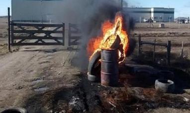 Tierra del Fuego: La justicia ordenó a los trabajadores de empresa agroquímica despejar el ingreso a la planta