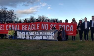 Tierra del Fuego: La legislatura prohibió por ley la cría de salmones, una medida inédita en el mundo