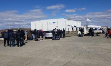 Tierra del Fuego: Al no lograr respuestas favorables a sus reclamos, profundizan las medidas en Carrier