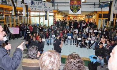 """Tierra del Fuego: Marcha universitaria en Río Grande """"Hay un ataque general contra la universidad pública"""""""