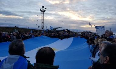 Tierra del Fuego: Multitudinaria marcha en Río Grande en defensa de los derechos soberanos