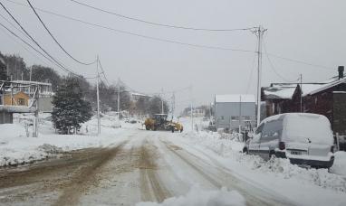 Tierra del Fuego: El municipio de Ushuaia puso en funcionamiento operativo de limpieza por nevadas