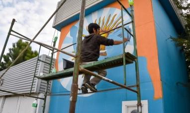 Tierra del Fuego: Muralistas llenan de arte las calles de Tolhuin