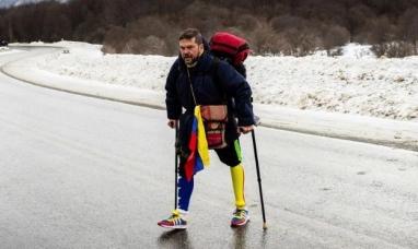 Tierra del Fuego: Perdió una pierna en un accidente y caminó 15 mil kilómetros hasta Ushuaia