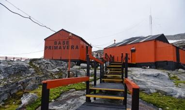 Tierra del Fuego: El rompehielos Irízar realizó el repliegue de carga y personal en base primavera