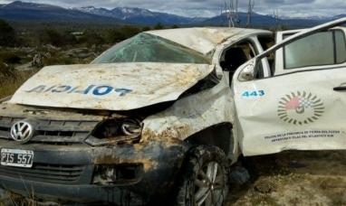 Tierra del Fuego: Tres policías internados por violento vuelco a la altura de Tolhuin