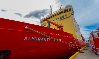 Tierra del Fuego: La vice gobernadora visito el rompehielos ARA almirante irízar