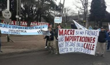 Trabajadores de Adidas cortaron la  ruta en Esteban Echeverría
