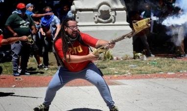 Uruguay: Detuvieron al militante que disparó un mortero frente al congreso argentino
