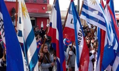Uruguay: 18 de julio jura de la constitución