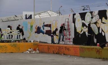 Jóvenes artistas de Río Grande comenzaron a pintar un gran mural en el cono de sombras