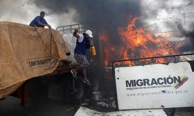"""Venezuela: Según The New York Times el camión con """"ayuda humanitaria"""" no lo quemó el gobierno de Maduro"""