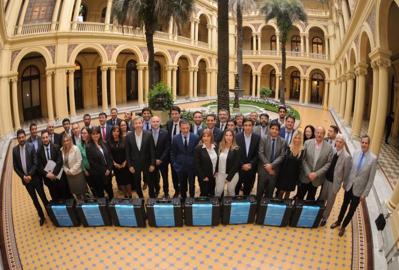 El Gobierno nacional y las provincias firman acuerdo para garantizar el derecho a la identidad de todos los argentinos