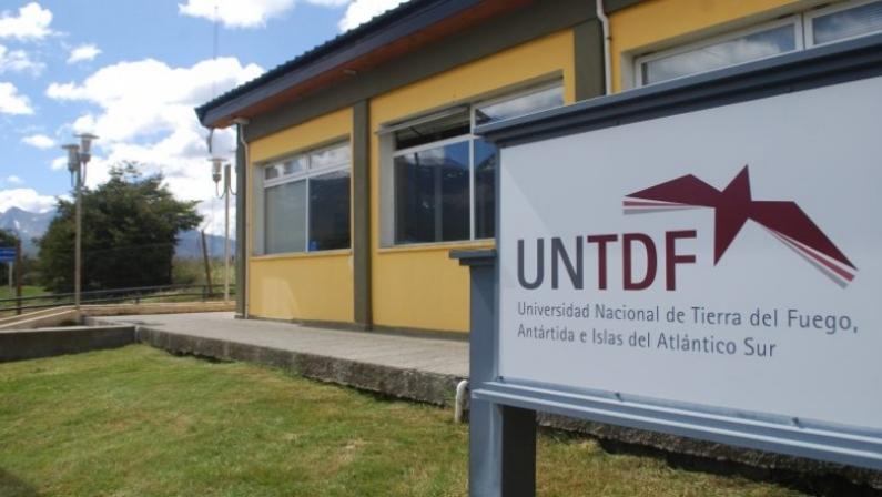 Tierra del Fuego: Buscan voluntarios para enseñar a leer y escribir a adultos de Ushuaia