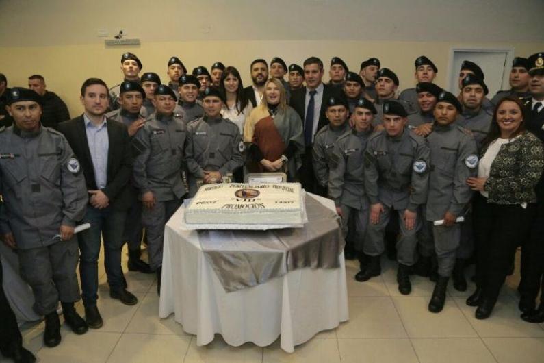 Tierra del Fuego: La gobernadora presidió el acto de ceremonia de egreso de 27 agentes penitenciarios