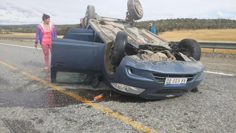 Tierra del Fuego: Tres personas fueron hospitalizadas tras volcar sobre la Ruta 3