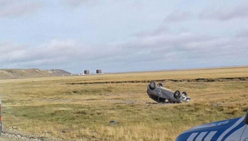 Tierra del Fuego: Volcó un vehículo en la zona de la frontera dejando a su conductora herida