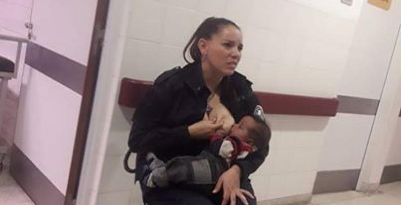 Buenos Aires: Mujer policía amamanta a un bebé internado en un hospital por desnutrición