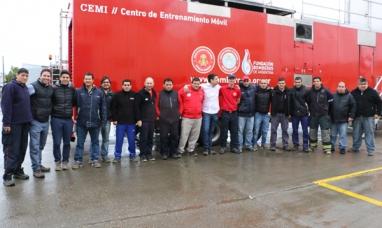 La academia nacional de bomberos capacitó a trabajadores brigadistas en el camión CEMI