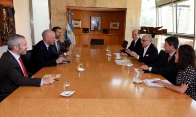 Argentina y Gran Bretaña controlarían en conjunto la pesca ilegal en el atlántico sur