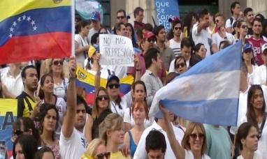 Argentina seguirá dando asilo a venezolanos: ya son casi 100.000 los que llegaron al país