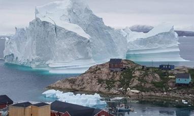 Groenlandia: Un iceberg gigante amenaza con destruir un pueblo