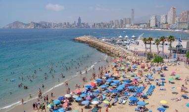"""Insólito: Turista británica pide una compensación porque su hotel en España estaba """"lleno de españoles"""""""
