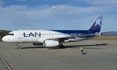 Latam anuncia un posible paro que mañana complicaría los vuelos