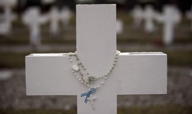 Llega a Malvinas la cruz roja internacional para iniciar reconocimiento de soldados argentinos