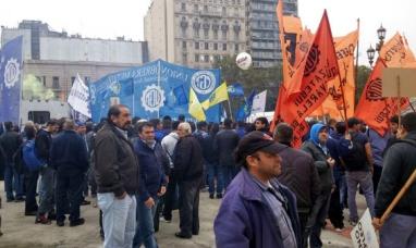 Martínez en Buenos Aires acompañó la marcha de la UOM