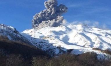 Neuquén: Sigue vigente el alerta en el volcán nevados del Chillán