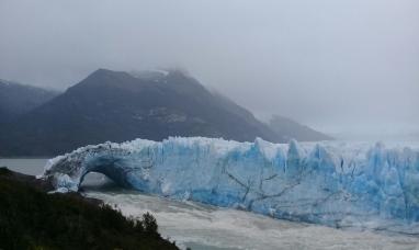 """Santa Cruz: El """"puente"""" de hielo del glaciar perito Moreno quedó al borde de la ruptura"""