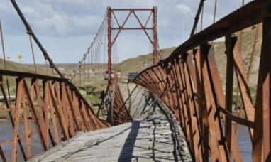 Tierra del Fuego: Se abre una posibilidad de reconstruir el  histórico puente colgante de Río Grande