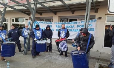"""Tierra del Fuego: ATE reclama incremento salarial """"no se puede jugar con los trabajadores""""dijeron"""