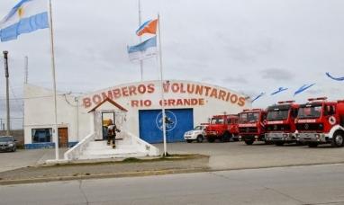 Tierra del Fuego: Bomberos voluntarios de Río Grande reciben  donaciones para Comodoro Rivadavia
