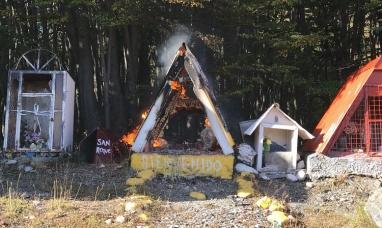 Tierra del Fuego: Ermita se incendia en cercanías del ingreso a Ushuaia
