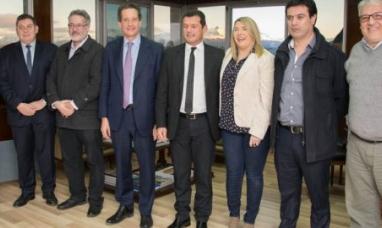 Tierra del Fuego: La gobernadora firmó convenio con el banco provincial y el instituto de la vivienda