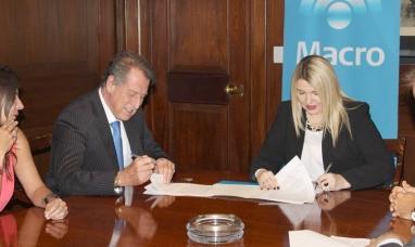Tierra del Fuego: La gobernadora firmó convenio para construir infraestructura deportiva para privados de la libertad